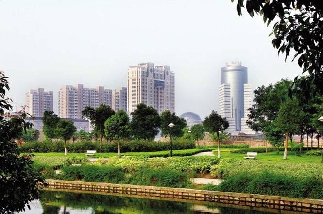 海安县隶属南通市,交通便捷,海安历史悠久,是南通江海文化的源头.