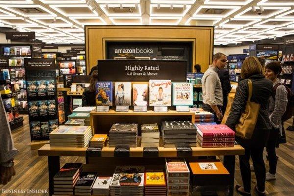 """亚马逊在纽约开了首家实体书店:全是四星以上评级的"""""""