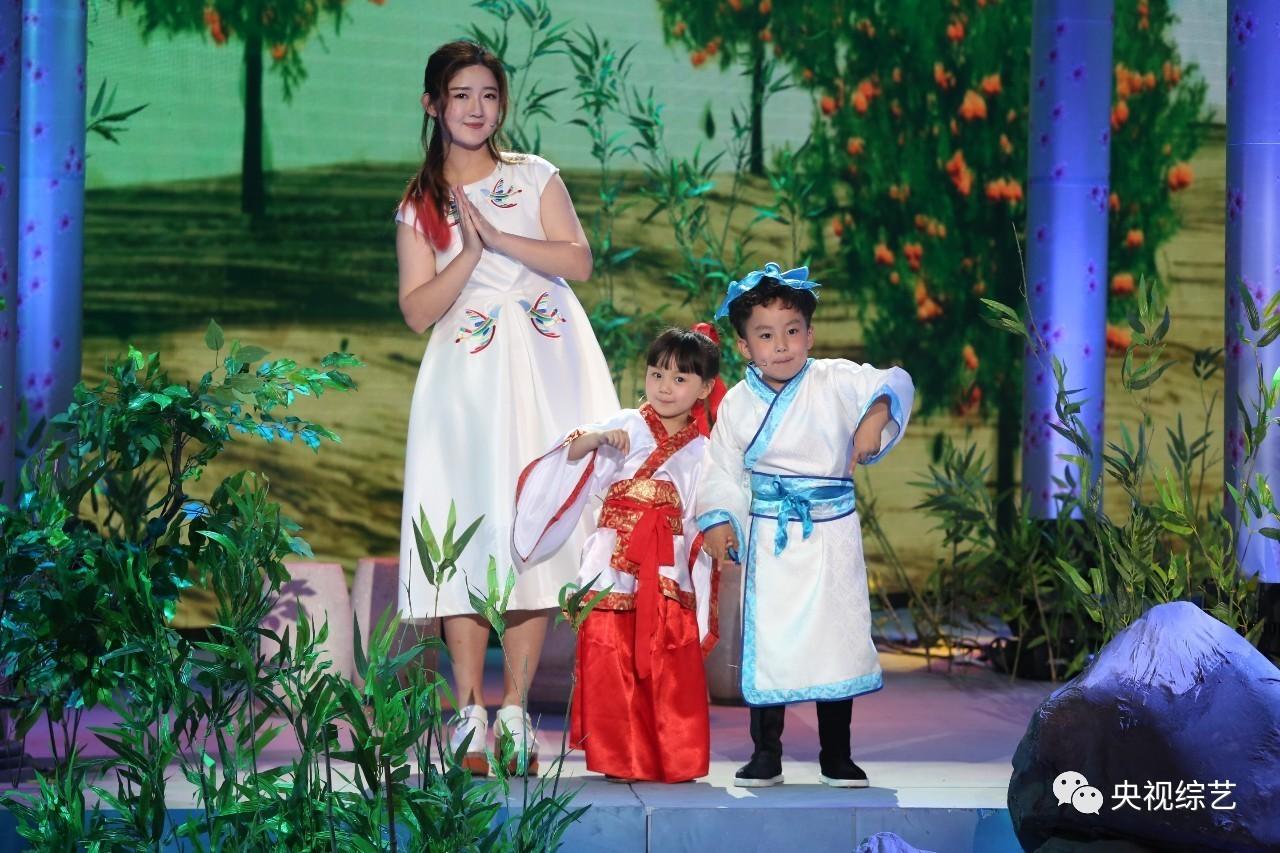 三位端午宝宝竟与张蕾 佳明 杨帆 小尼抢饭碗变成主持人