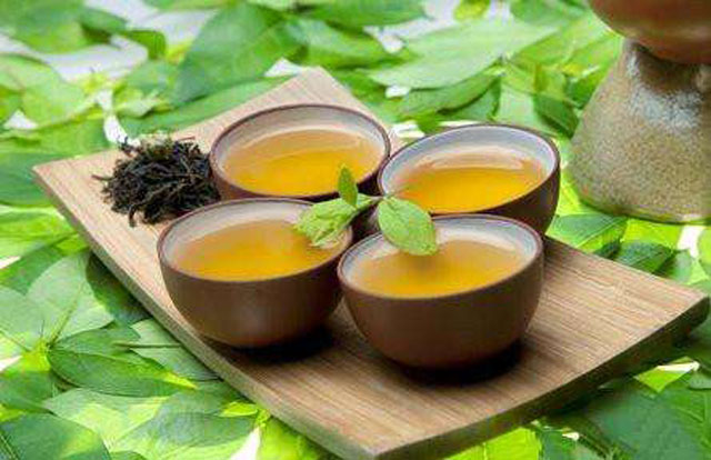 为什么用矿泉水泡茶,汤色会比较浓,颜色会较深?