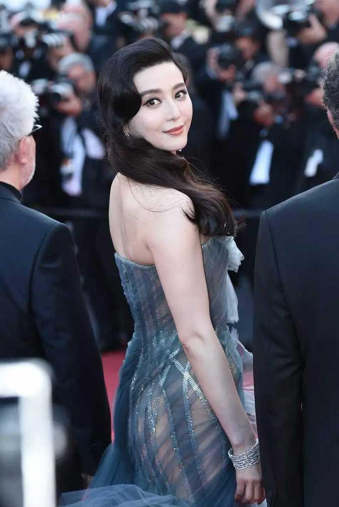 百性亚洲无码_范冰冰首度透明纱裙丰臀若显,说国影难兼顾艺术性
