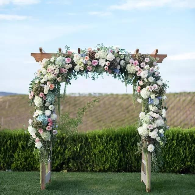 鲜花拱门及户外婚礼花艺陈设30图