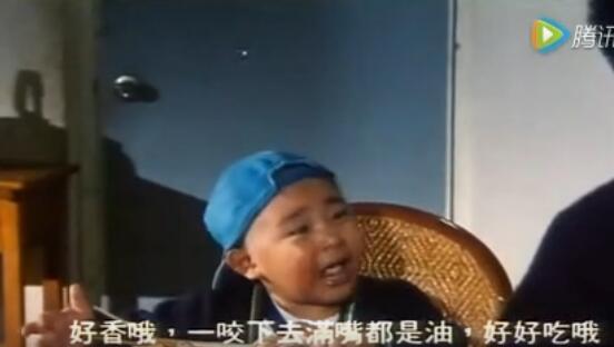在《新乌龙院》里,当时才4岁的郝劭文,表演简直萌翻了!图片