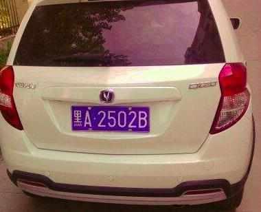 在哪里可以买到车牌更换贴纸:家用车的临时车牌贴在哪里?