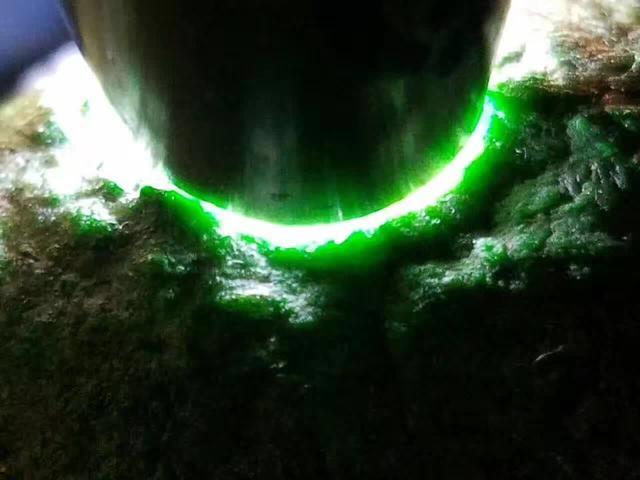 南奇全赌色料,有色蟒松花灵动饱满,上灯冰阳绿。