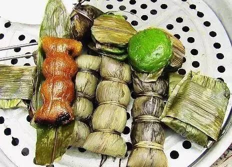 咸粽用牛奶加糯米,瘦虾米,红豆,再加咸鸭蛋黄半个包成.猪肉和清酒图片