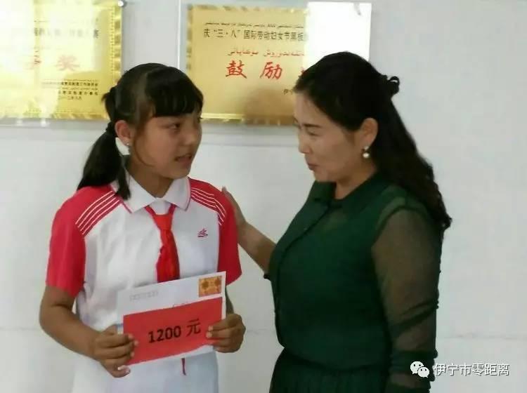 伊犁州职业中专 师范 学校给贫困学生送去六一儿童节的真情关怀图片