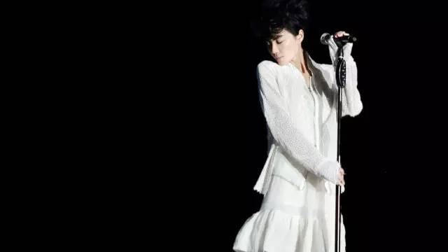 菲翻唱日本歌后中岛美雪70年代末的作品《口红》.-王菲 以前不喜