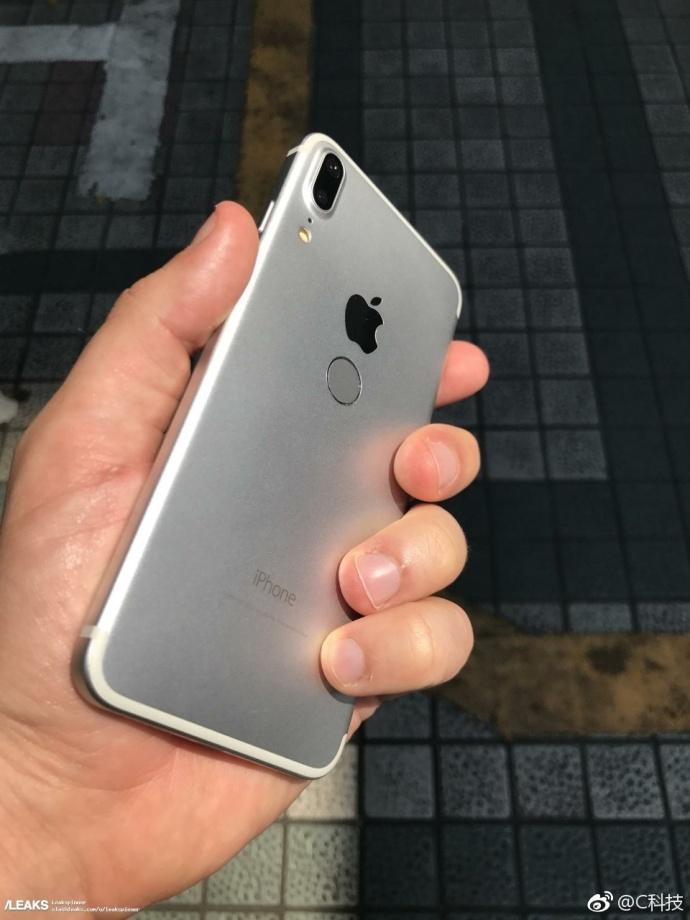 iPhone 8真机遭曝光,金属机身 后置指纹,丑爆了 aso优化 第3张