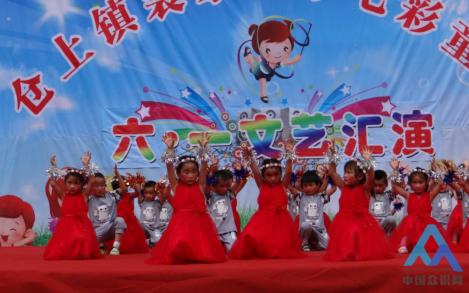 托管中心表演 站在草原望北京