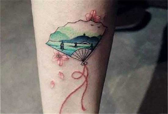 古风折扇与纹身搭配竟如此美!