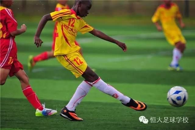 振兴中国足球,培养足球明星,就找恒大足球学校广西站
