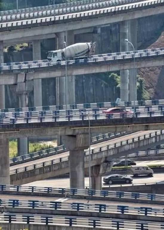 这应该是国内最复杂的立交桥,导航去到重庆之后都要罢工了