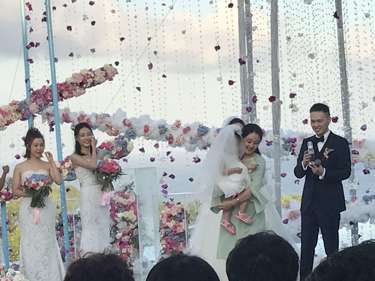 张玮杨烨巴厘岛完婚一岁女儿首曝光
