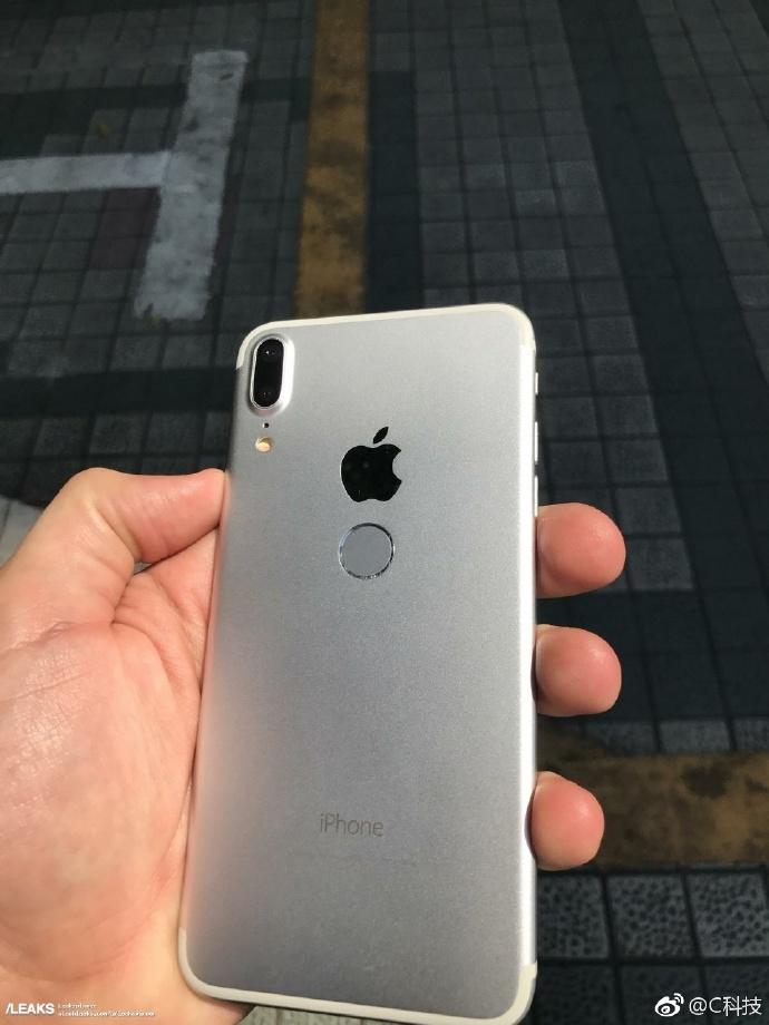 iPhone 8真机遭曝光,金属机身 后置指纹,丑爆了