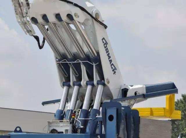 自带力量感 四根油缸架起9节伸缩臂,你见过这么炫酷的吊车么