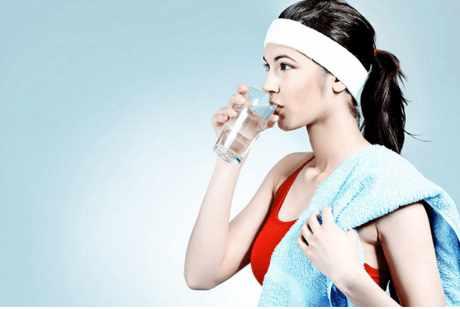 """水为价廉奇药 喝水就是最简单的养生"""""""