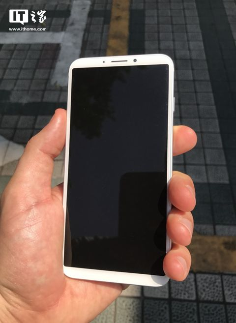 iPhone8工程机上手:后置指纹,屏占比惊人