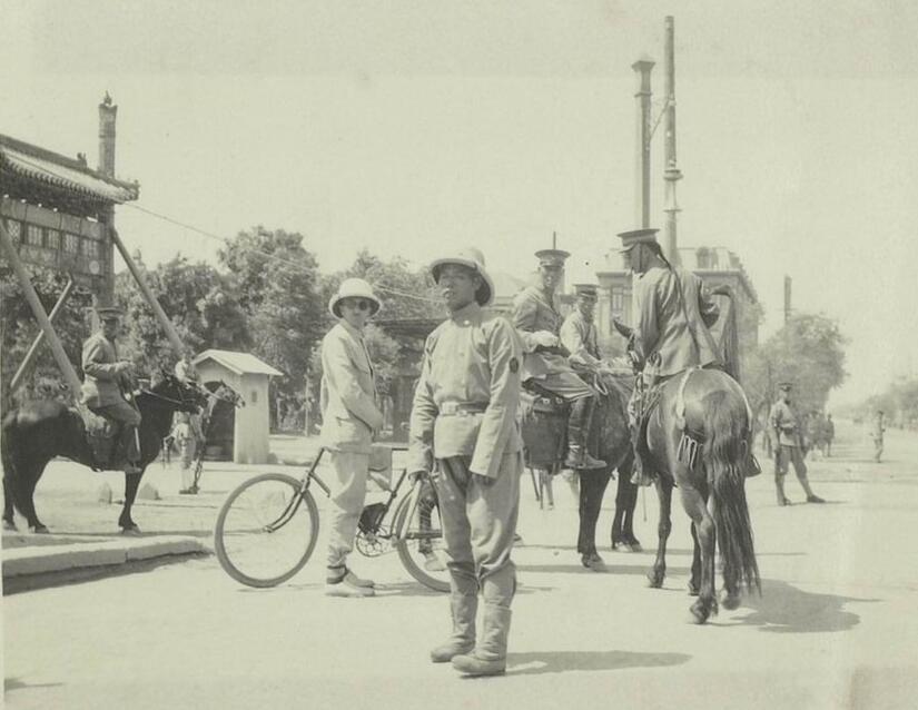 镜头下:1917年的北京,张勋复辟之时的辫子军和讨逆军
