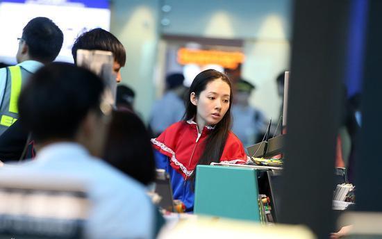 """郭碧婷机场纯素颜憔悴被指不敢认,下次出门化妆吧"""""""