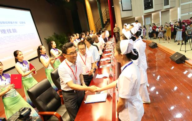 江苏医药职业学院在2017年全国职业院校护理技能大赛 高职组 中喜获佳绩