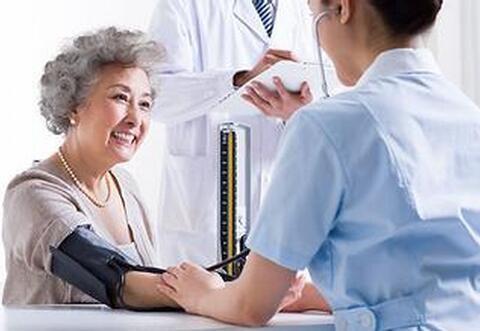 定期测量血压 目前血压计主要有水银柱式,气压表式和电子血压计三种.图片