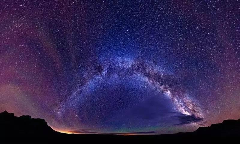 摄影师捕捉美国郊外璀璨夜空