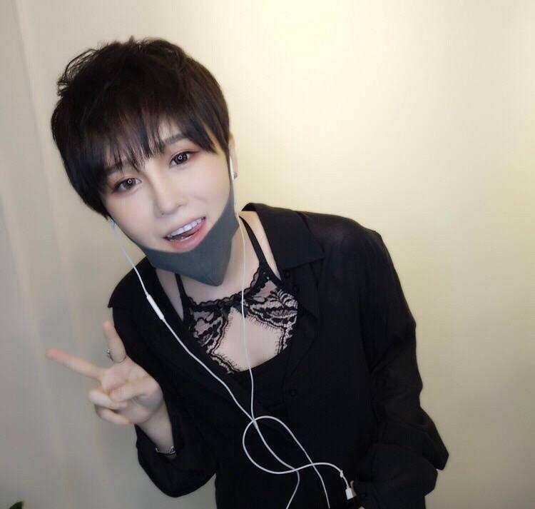 赵本山女儿晒新发型,美的过分,不亏是社会球姐