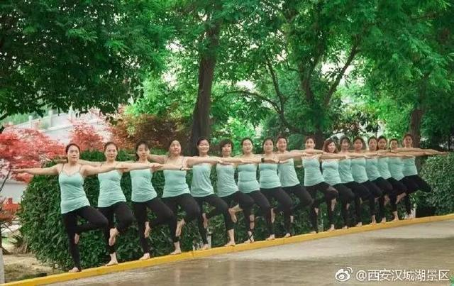 西安汉城湖一群美女瑜伽高难度动作你见到了吗?