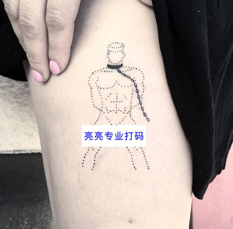 """""""第一次纹身,我只敢纹个小图案."""