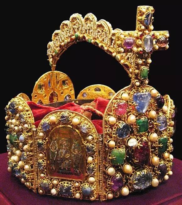 欲带皇冠,必承其重 世界各国的皇冠都有多气派