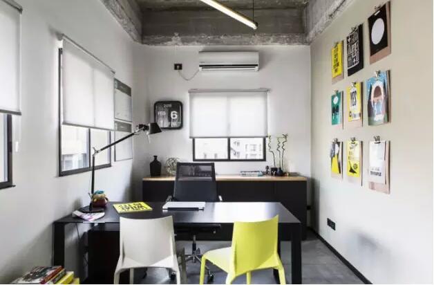 还有办公室材料的布置,30平办公室装修设计,并不能因为其面积小而就