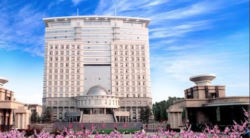 河南农业大学源自创办于1902的河南大学堂,设有农,工,理,经,管,法,文