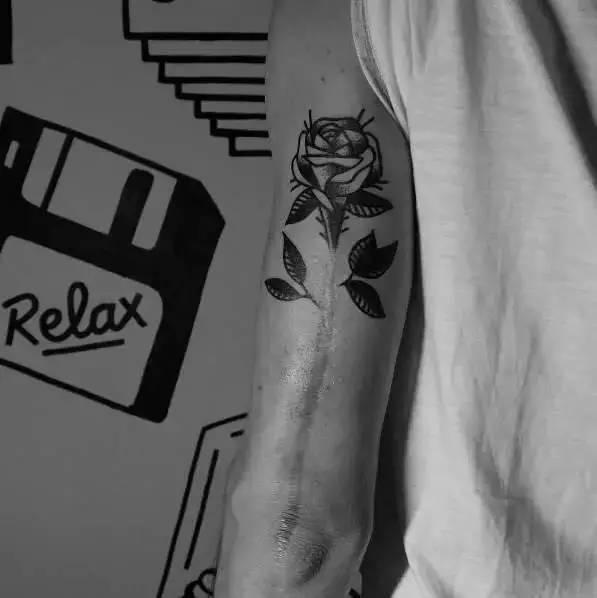 虽然英文字母纹身现在给人的感觉已经像是烂大街了,但如果你有自己图片