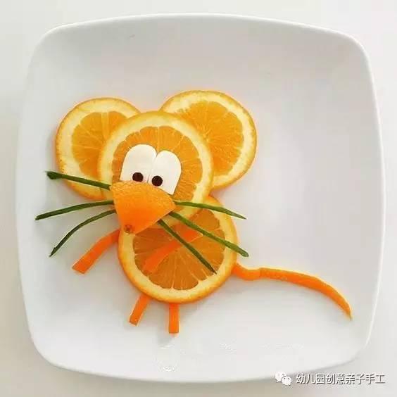 插在橘子盘中 可爱又有创意 或者别出心裁的做些简单的雕刻 做几个图片