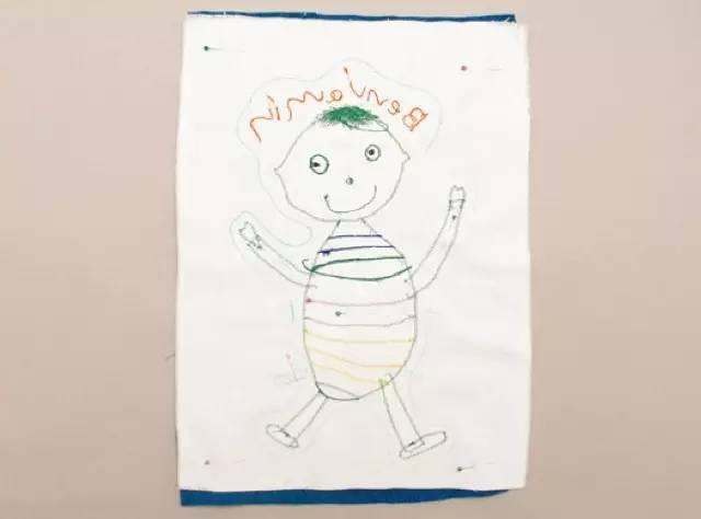 用孩子的简笔画做成全世界限量的布偶