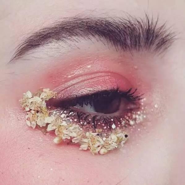 【创意眼妆】开在眼睛上的艺术之花,挑逗你的视觉神经!图片