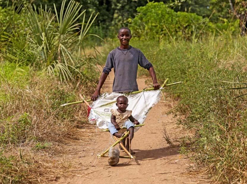 非洲人人体艺术图片_盘点最奇葩的非洲发明,那里的人有一颗乐观的心