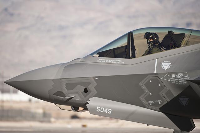 美卢克F-35A停飞_飞行员多次反应遭受缺氧症状