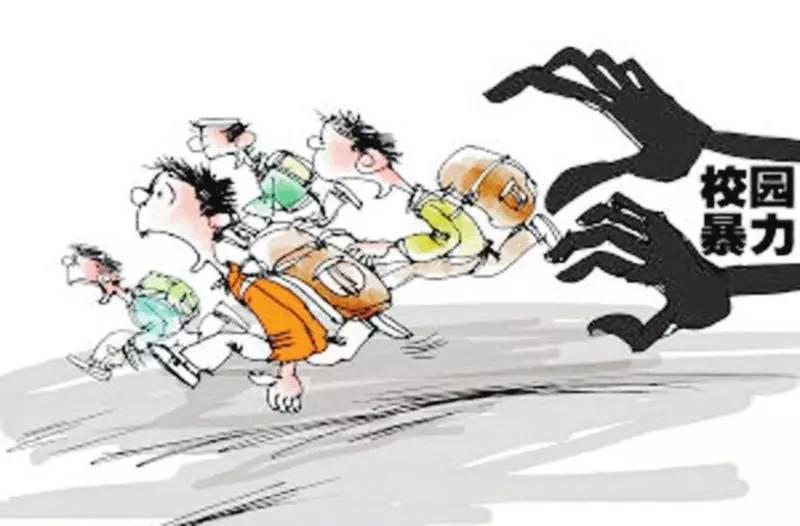 """信阳一小学生教室内遭多名女生围殴,现场高呼""""双击666""""…"""