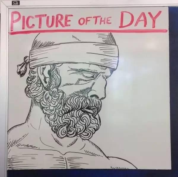 这高中老师很流弊,每天为全班画一幅画,已坚持四年图片