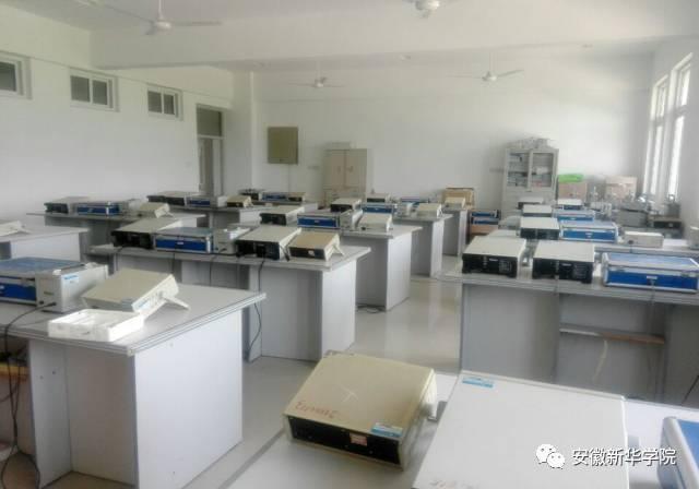 教育 正文  7 模拟电路实验室建于2000年,建设面积100平方米,现拥有模