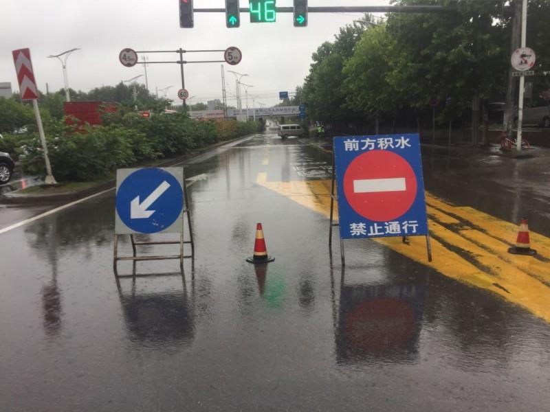 抗击暴雨保证道路畅,浦口区交通局迅速出击