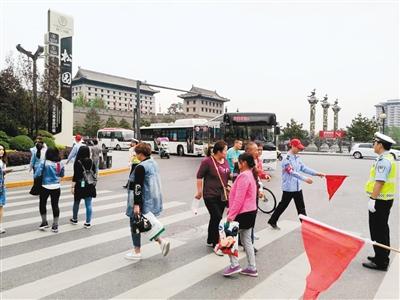 西安将设10条车让人文明示范路段路权向公共交通分配(图)