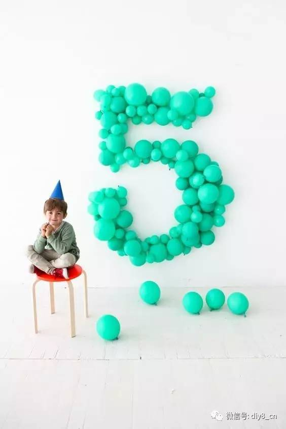 五颜六色的气球升上天空   就象节日五彩缤纷的礼花   五颜六色的气球升上天空   每每看到气球总会欣悦不已   今天呢,咱就一起来看看   30多种的气球装饰创意吧!
