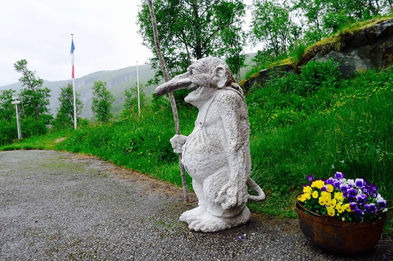 漫步挪威森林,小心有尾巴的漂亮姑娘