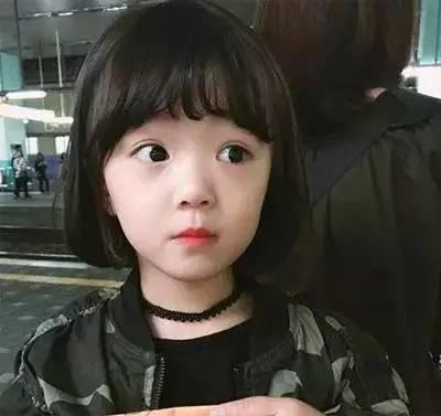 小萝莉的波波头,卷刘海太可爱了,快告诉姐姐在哪里剪的!图片
