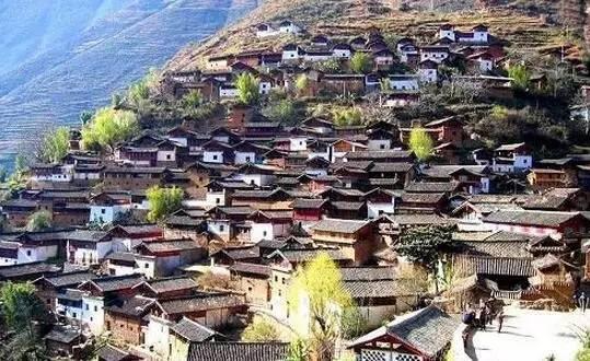 站在这个千年不变的小村庄里-去大理别只知道苍山洱海,这个保存千