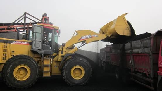 世界最大吨位LNG装载机徐工LW800K LNG入驻港口系统
