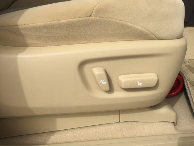 清晰而锐利的腰线17款丰田霸道4000中东版降价优惠